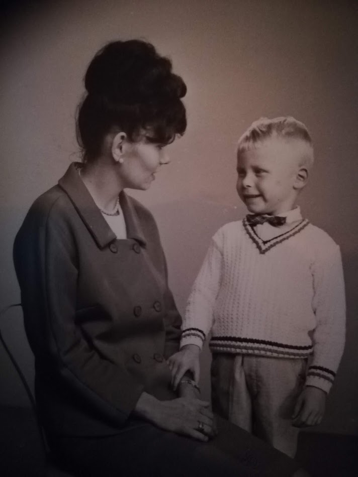 Mamma og bror